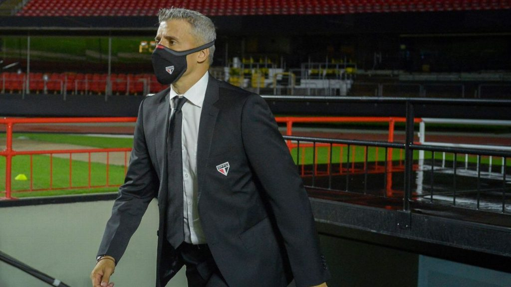 """The manager refuses to sign a new goalkeeper for Sao Paulo and """"Samir"""" Crespo's successor: """"I already have the coach"""""""