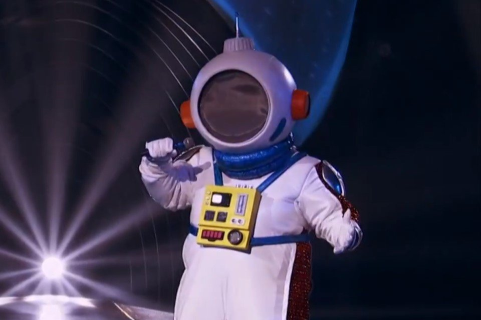 Who is the masked singer astronaut?  The clues point to a Globo . representative