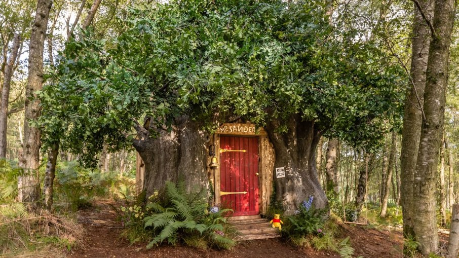Winnie the Pooh wooden house can be rented out by character fans for R $ 522 a day!