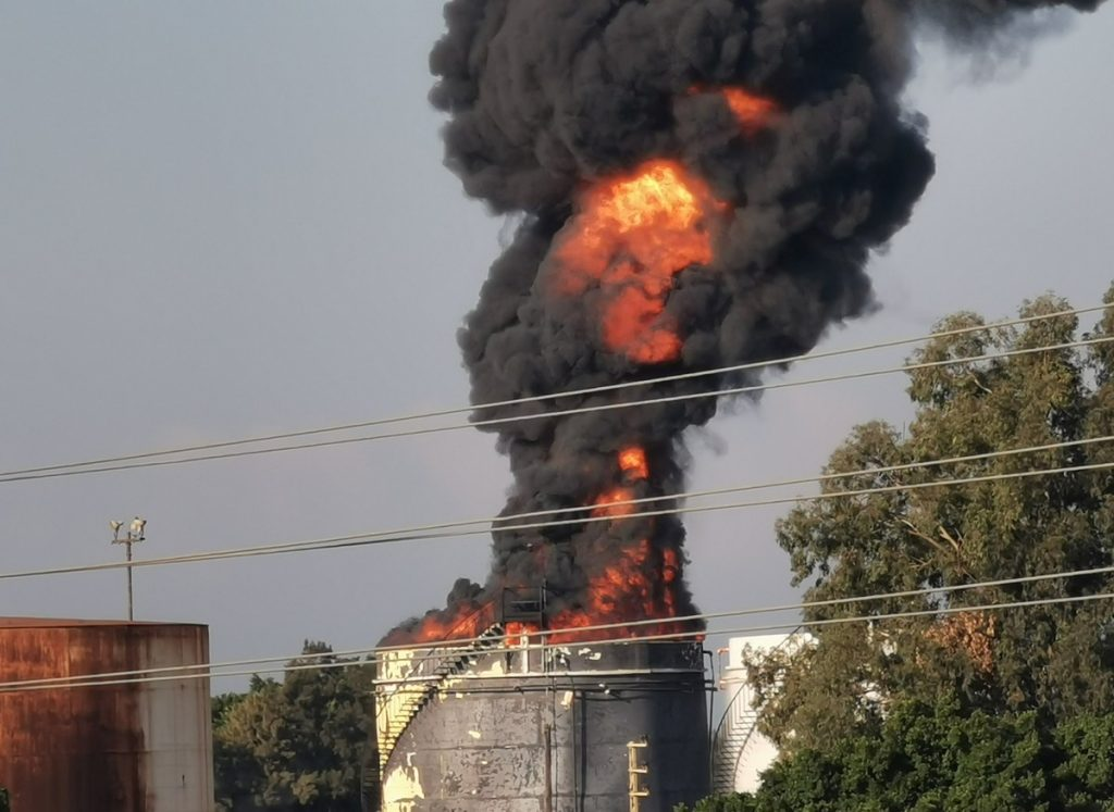 Firefighters control a fire that ravaged a fuel tank in southern Lebanon    Globalism