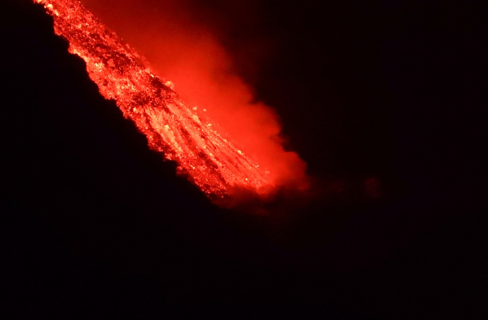 A new crack in a volcano threatens villages on the Spanish island of La Palma