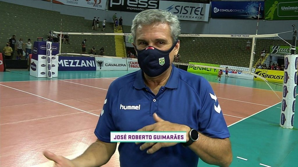 Roberto Guimarães' uniform breathes air when he calls for a volleyball team sponsor: 'We need help'    volleyball